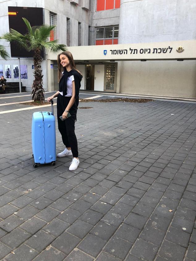 אנה זק בלשכת גיוס. צילום: דור ערבה, באדיבות itm models/ עופר מנחם תקשורת