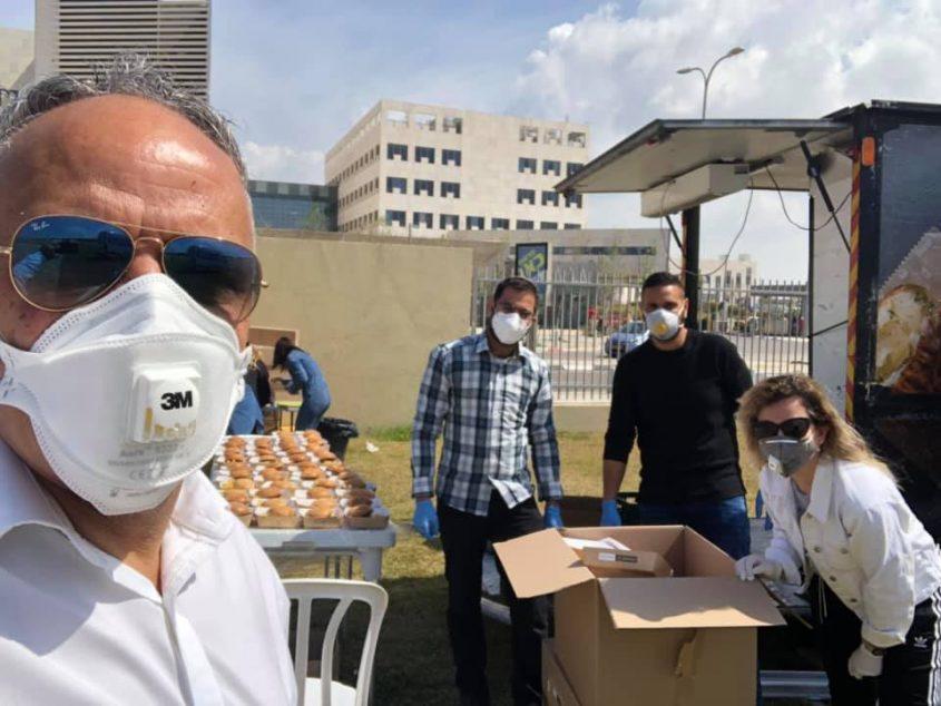 יו״ר מרחב אשדוד חיים שייב עם המתנדבים באסותא. צילום: חיים שייב