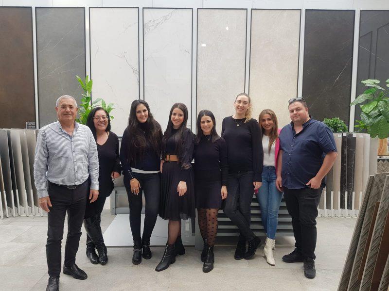 הצוות המיומן של קרמיקה אביב. תמונה באדיבות קרמיקה אביב