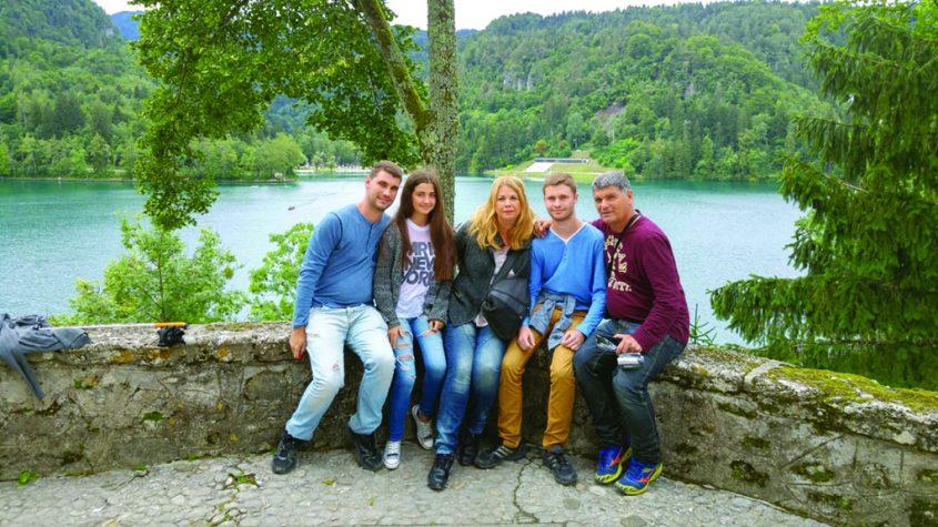 משפחת חמאוי בטיול משפחתי לסלובניה. מימין לשמאל - רפי, דור, שרית, נועה ואלעד. צילום פרטי