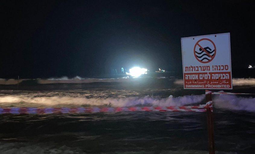 החיפושים אחר הטובע ברצועת החוף אורנים-לידו באשדוד. צילום: שמואל דוד