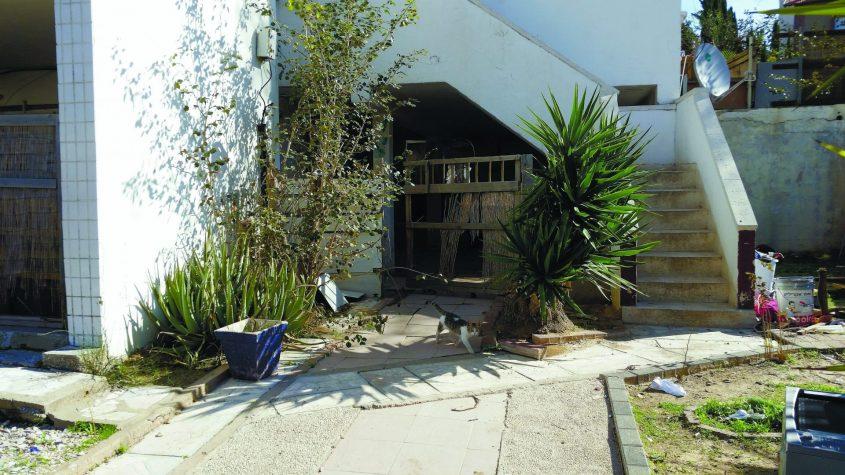 """מחוץ לדירתו של קפוסטין שבו נמצאה אמו אירינה ז""""ל. צילום: דור גפני"""