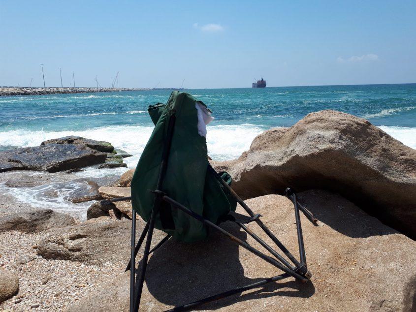 גבר, גברת, שכחתם פה את הכיסא שלכם. צילום: דור גפני