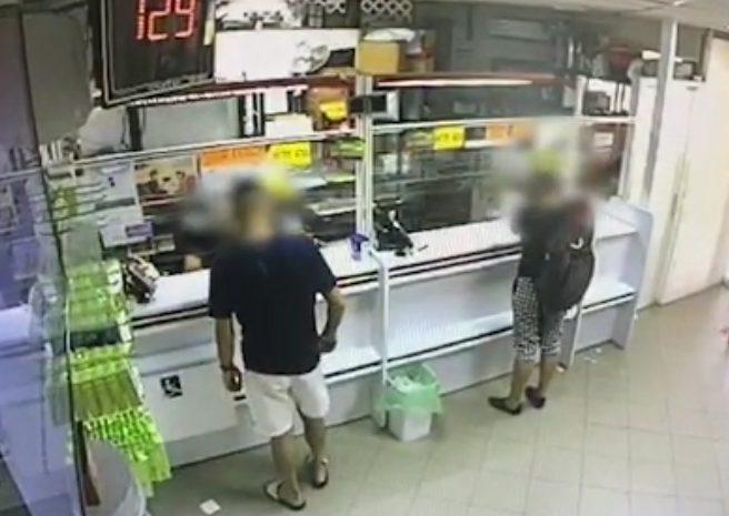 """הנאשם בשוד משמאל. תיעוד של מצלמות האבטחה בסניף הדואר ברובע י""""ג"""