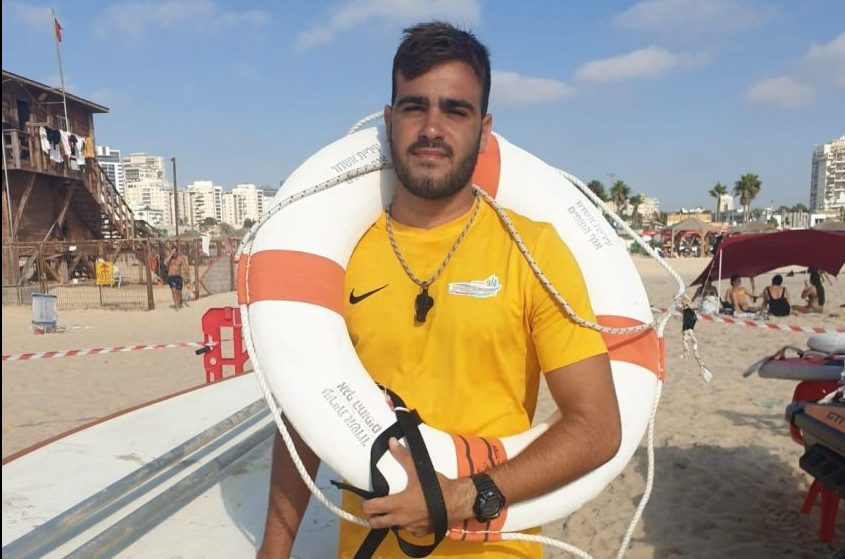 המציל גיא אוחיון. צילום: עיריית אשדוד-אגף החופים