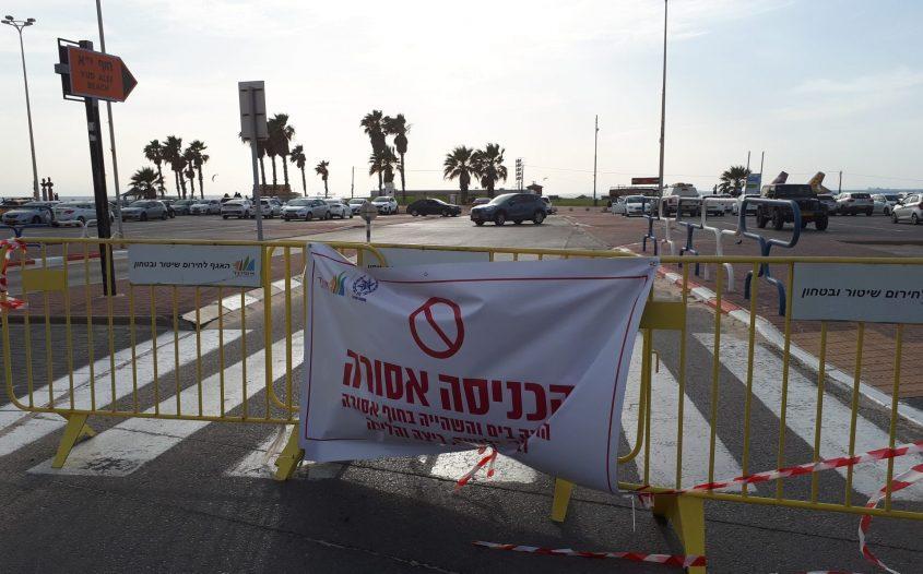 """הכניסה לחוף הים אסורה בעקבות הקורונה: חוף י""""א אשדוד, מאי 2020. צילום: דור גפני"""