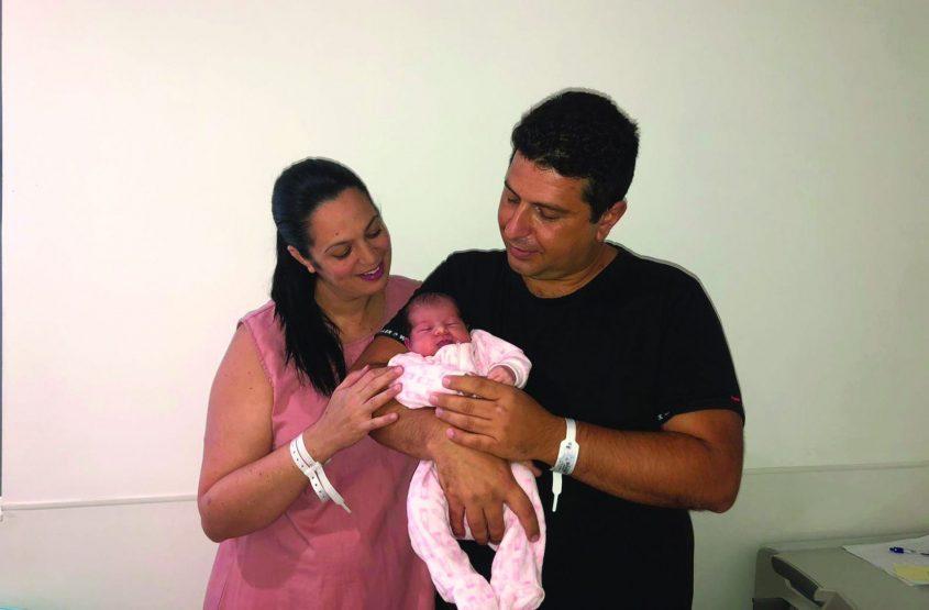 """קלייר ואריה קויטקו עם הבת צילום: בי""""ח אסותא אשדוד"""