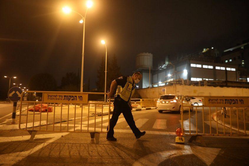 בדרך לסגר כללי? עוצר לילי, רובע ג' באשדוד. צילום: אילן אסייג