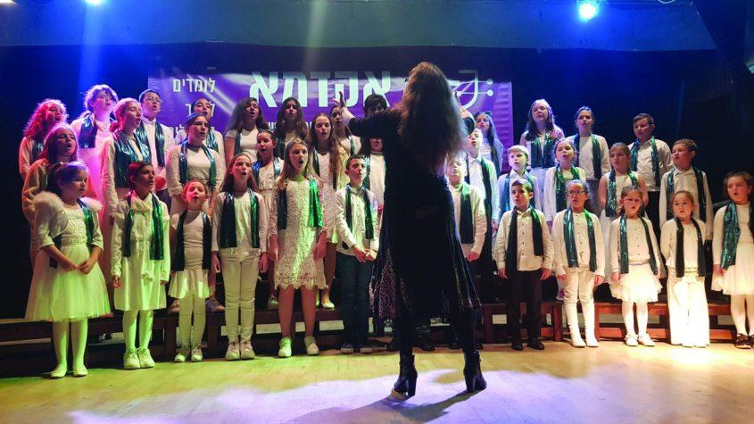"""הם גם שרים. במקהלת """"זמירי הים"""" צילום: ירון דהאן"""
