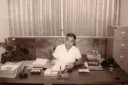 סביון כמזכיר המועצה המקומית אשדוד, 1962. התמונה באדיבות המשפחה