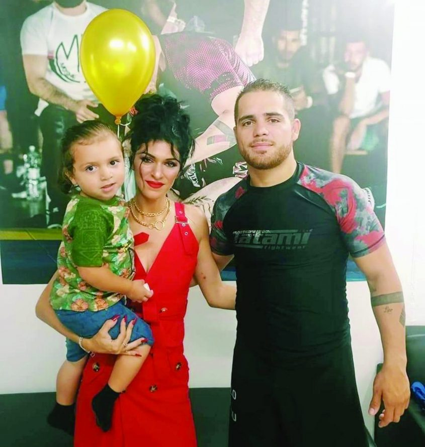 אלן ואילנה סורמונט עם בנם צילום דויד בקאיה