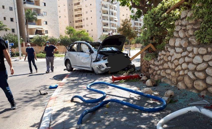 זירת התאונה בציר הרצל פינת הר שומרון באשדוד. צילום: דור גפני