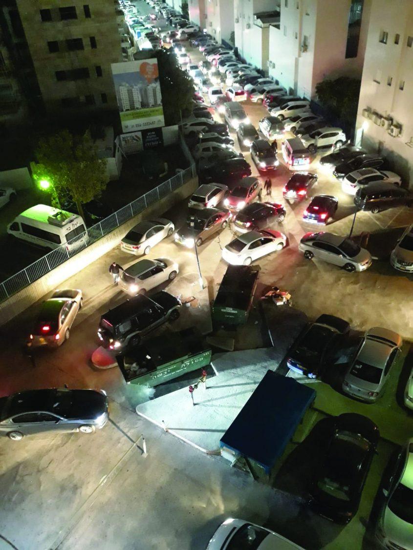 החניון הסואן בשעות הערב. צילום דיירים