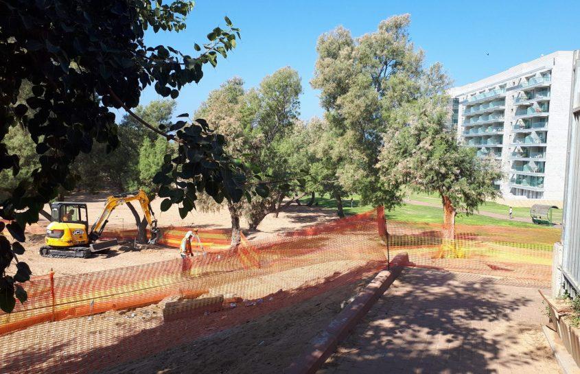 העבודות בשטח. מימין גן אלישבע ומלון WEST. צילום: דור גפני