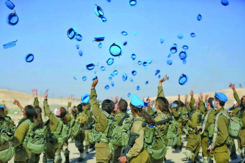 לוחמות ולוחמי תותחנים בטקס הענקת הכומתה צילום: יגאל סלבין