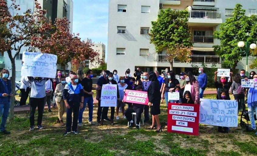הפגנת הדיירים נגד הבנייה ברחוב החובלים והריסת השטחים הפתוחים ליד בתיהם. צילום מטה מאבק התושבים