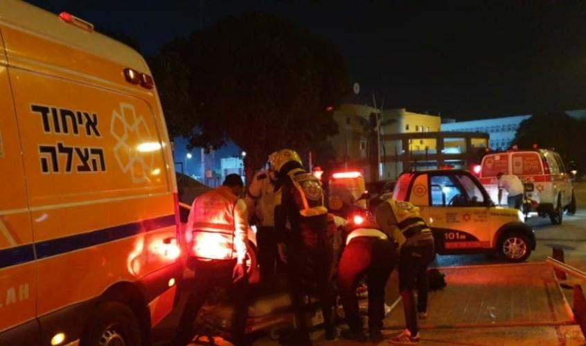 זירת התאונה ברחוב ז'בוטינסקי. צילום: דוברות איחוד הצלה