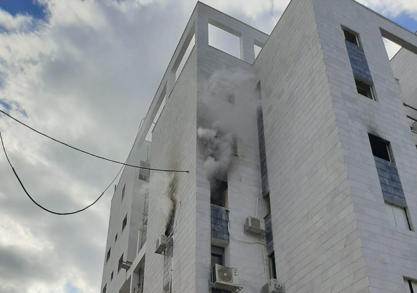 השריפה מבחוץ. צילום: תיעוד מבצעי כבאות והצלה
