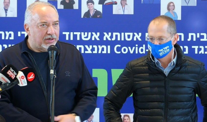 חברי הכנסת אביגדור ליברמן ועודד פורר, היום באסותא
