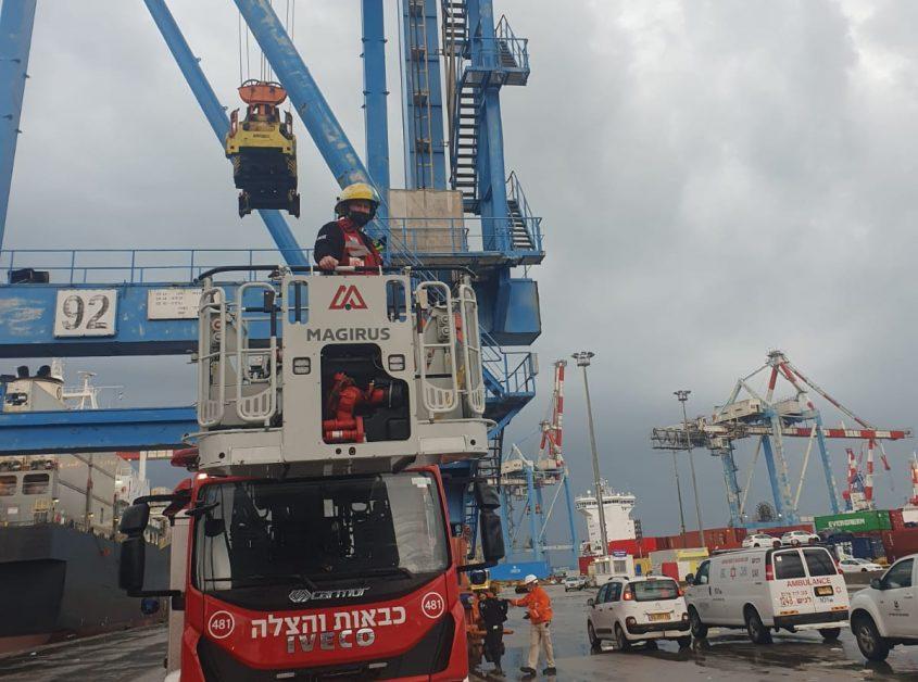 זירת האירוע בנמל. צילום: תיעוד מבצעי כבאות והצלה