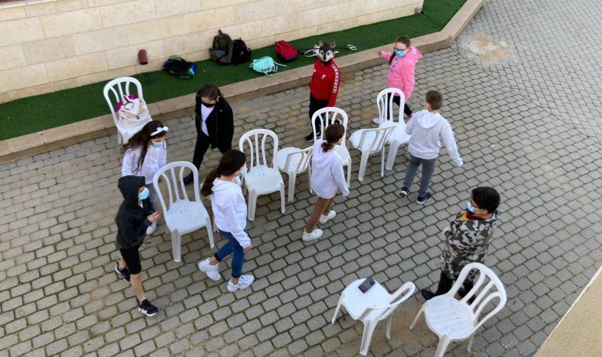 לומדים בחוץ. צילום: עיריית אשדוד