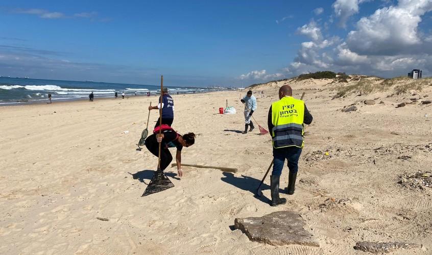 המתנדבים בחופים. צילום: עיריית אשדוד