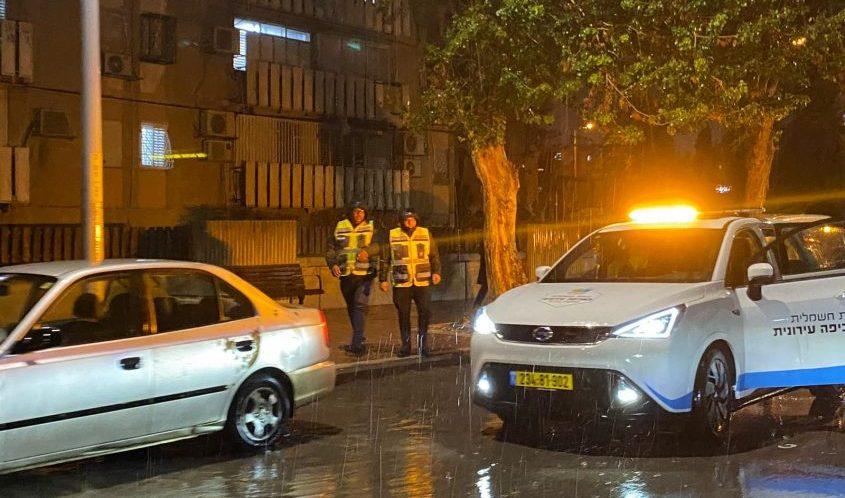 עובדי העירייה הלילה באשדוד. צילום: עיריית אשדוד