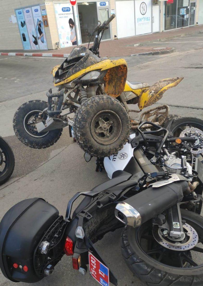 הטרקטורון והאופנוע המשטרתי. צילום: דוברות המשטרה