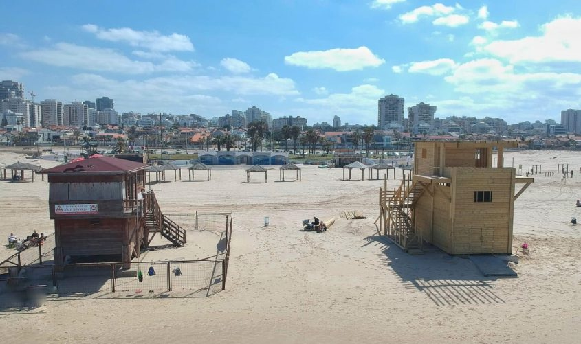 הסככות החדשות בחופי אשדוד. צילום: ניר וריבסקי
