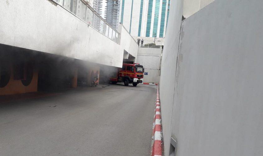 השריפה בחניון המשכן. צילום: תיעוד מבצעי כבאות והצלה