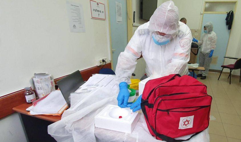 """בדיקות קורונה. צילום: דוברות מד""""א"""