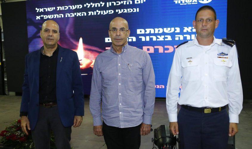 """מפקד בסיס חיל הים אמיר גוטמן, מנכ""""ל הנמל שיקו ז'אנה ויו""""ר בית יד לבנים שלמה בן עזרי. צילום: פבל"""