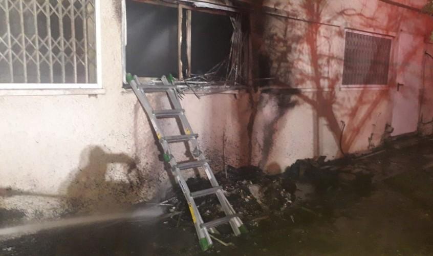 לוחמי האש חדרו מהחלונות. צילום: תיעוד מבצעי כבאות והצלה