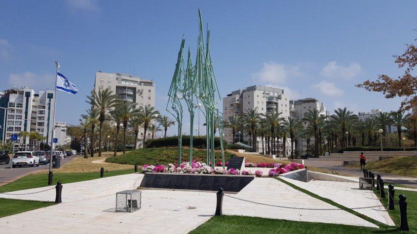 האנדרטה לזכר החללים בני אשדוד