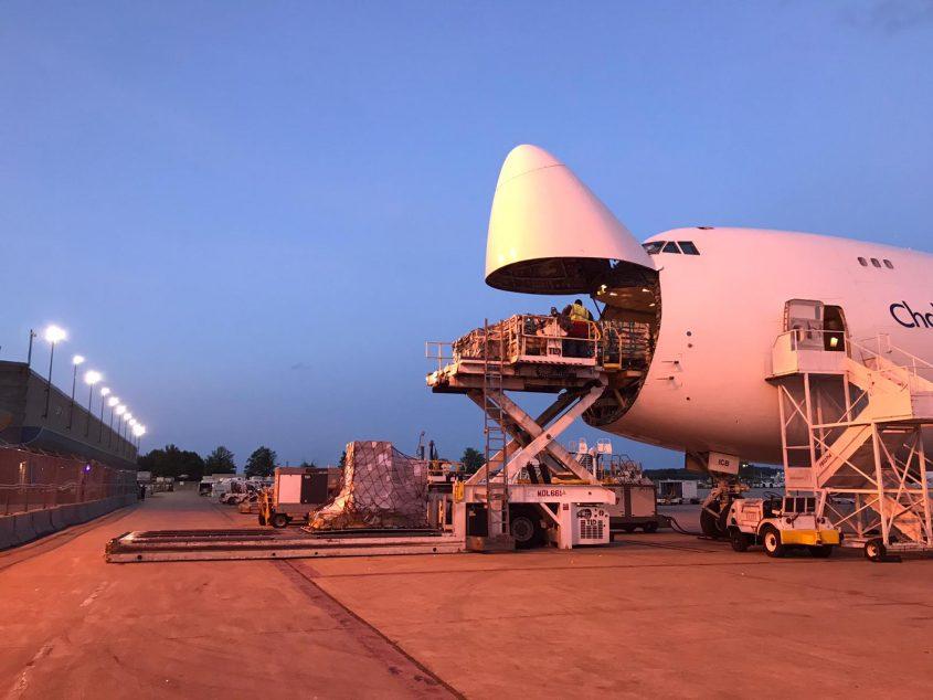 מטען מטוס ג'מבו. צילום: קובי בן-נביא