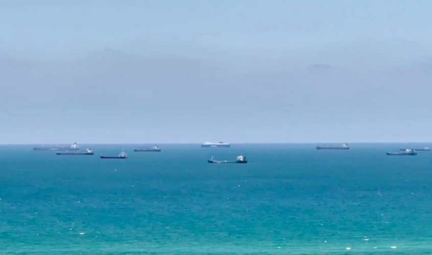 פקק אוניות בכניסה לנמל