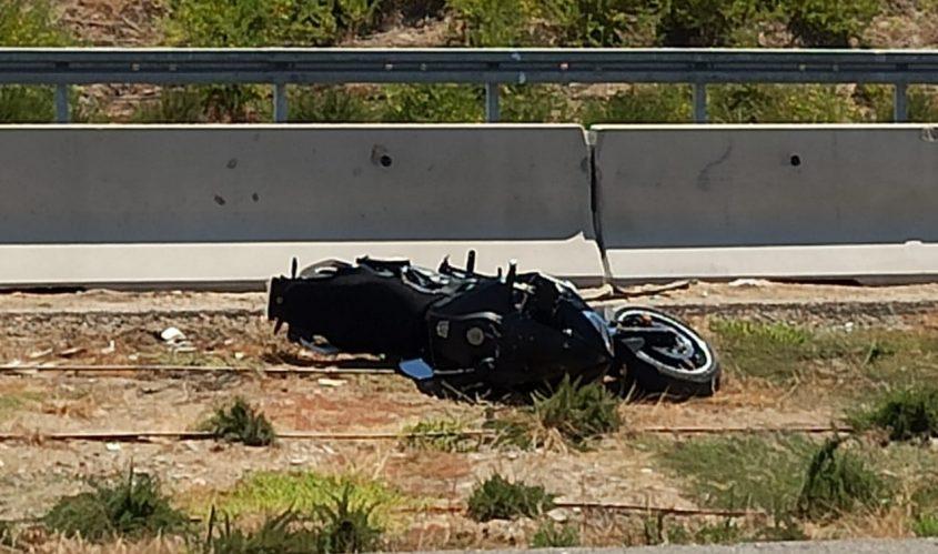 האופנוע ליד זירת התאונה. צילום: דוברות איחוד הצלה