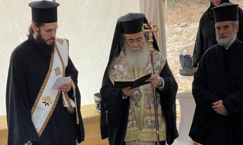 הפטריארך מתפלל באתר החפירות באשדוד. צילום: תיירות אשדוד