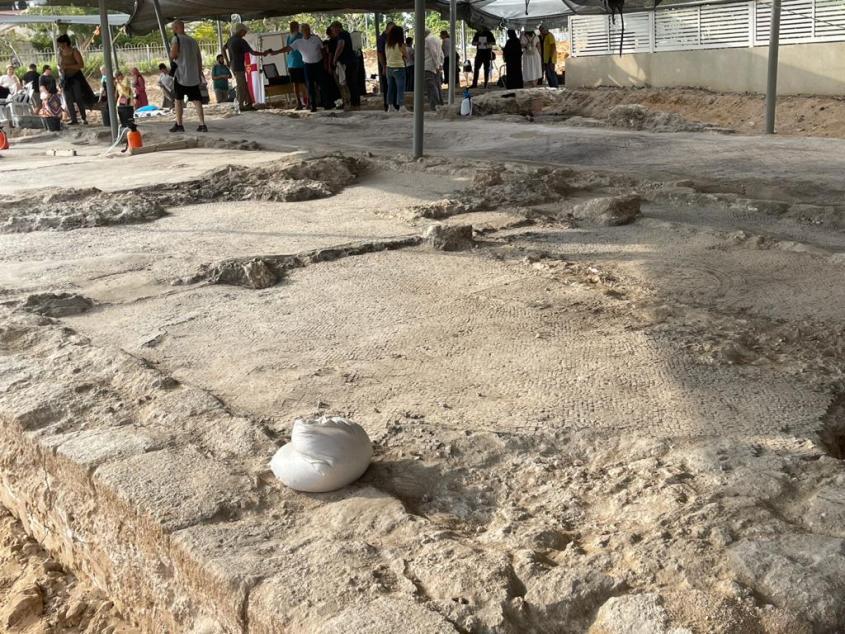 חלק מהממצאים באתר החפירות. צילום: תיירות אשדוד
