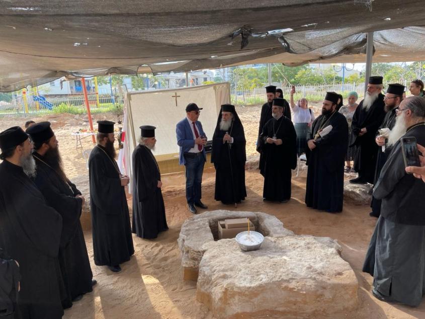 הפטריארך ונציגי הכנסייה באתר. צילום: תיירות אשדוד