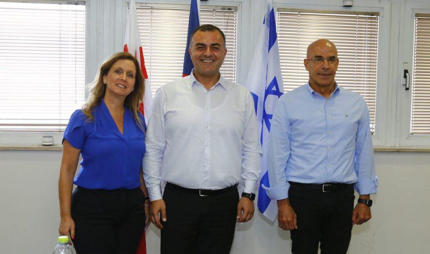 שיקו ז'אנה, השגריר הגיאורגי ואורנה הוזמן-בכור. צילום: פבל