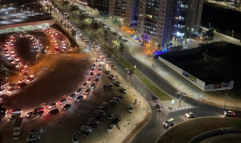 מתחם בדיקות הקורונה בלילה. צילום: עיריית אשדוד