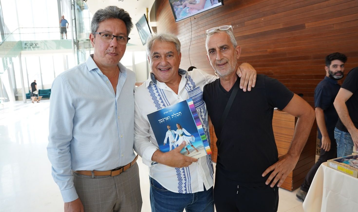 בארי אבידן בהשקת הספר עם אבי לוי ויוסי עטר. צילום: ליאור יצחק