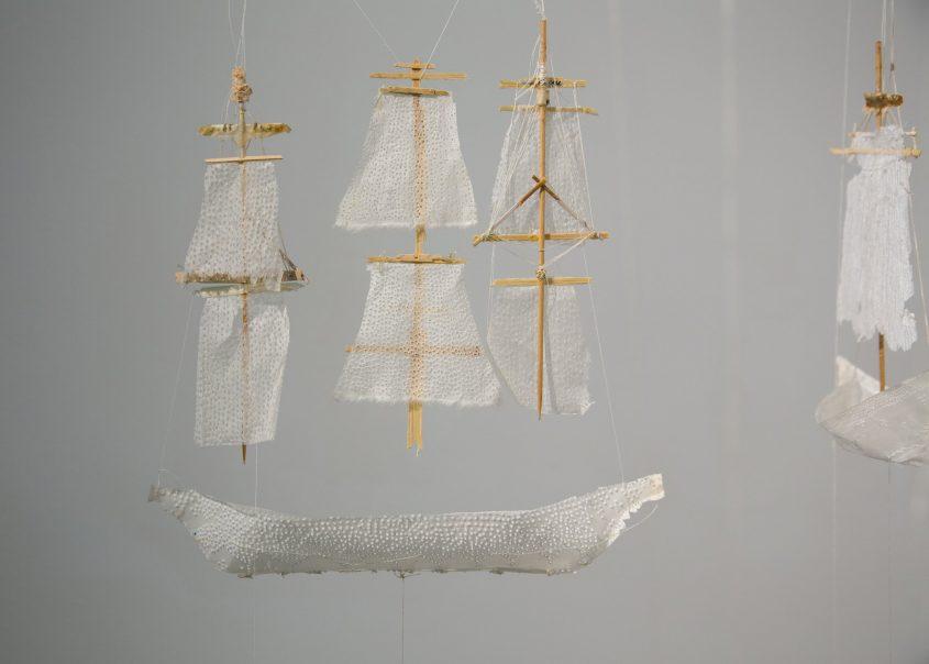 שורשי אוויר. יצירה של נעמה אופנהיים צילום: הדר סייפן. מתוך התערוכה חפץ מעבר