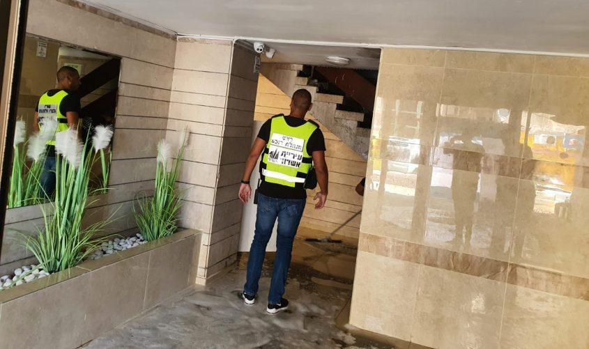 ראש מינהלת הרובע, רמו ברגיג מסייר בבניין