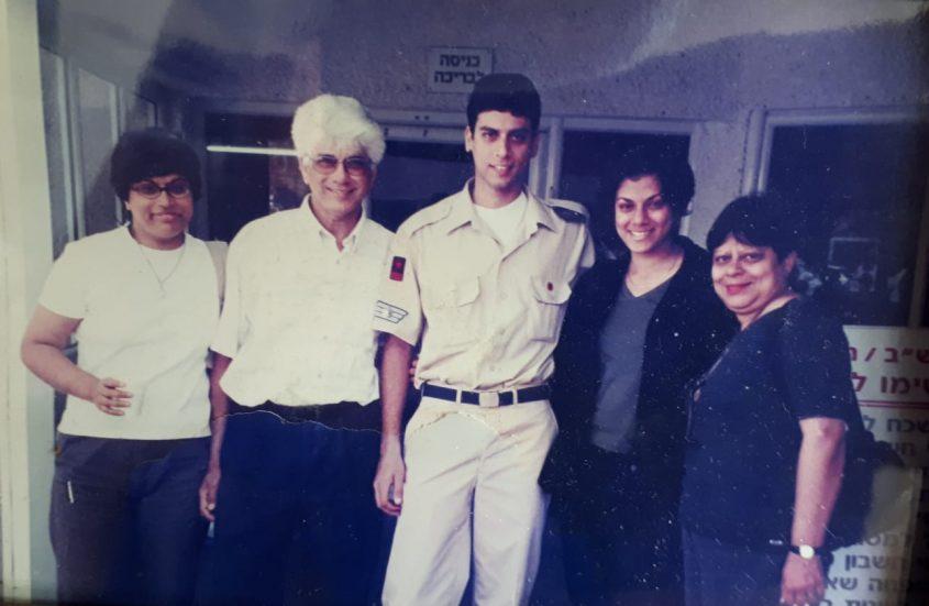 בני משפחת אברהם (אלונה משמאל)