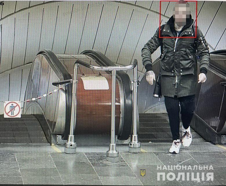 התיעוד של החשוד ממצלמות המטרו. צילום: משטרת קייב