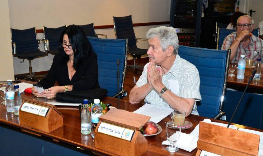 צילקר במועצה לצד הלן גלבר. צילום: אורי קריספין