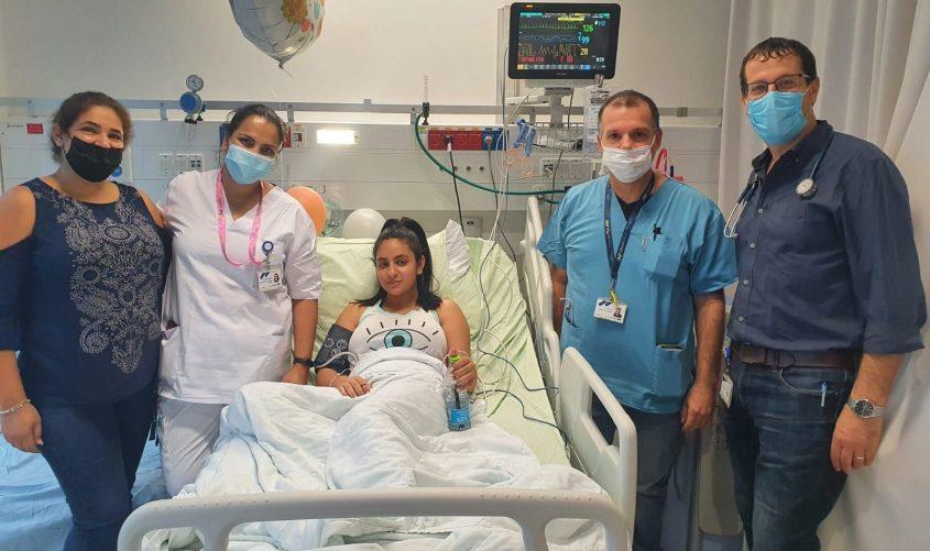 אופק, אמה והצוות המטפל בבית החולים אסותא אשדוד